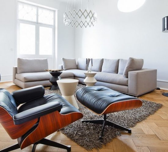Neutral-living-room-design-with-an-iconic-chair